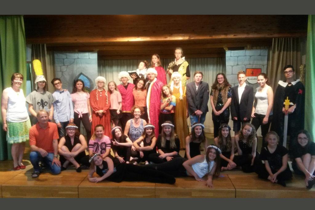 Die Theatergruppe nach ihrer Aufführung 2017